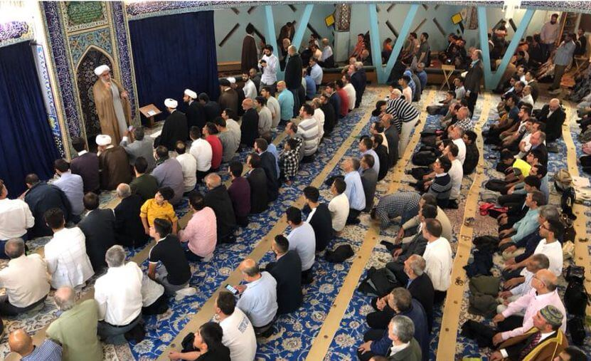 Ayatullah Ramezani übergibt Gebetsleitung